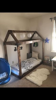 9 DIY Toddler Bed Ideas - Guide to choose the right toddler bed plans. Find out about getting the right timing to switch from toddler crib and more DIY toddler bed ideas which suits your needs. Toddler Floor Bed, Diy Toddler Bed, Toddler Rooms, Toddler Beds For Boys, Toddler House Bed, Floor Bed For Toddler, Cool Kids Beds, House Beds For Kids, Boy Toddler Bedroom
