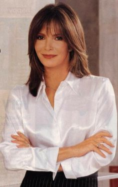 And why Jaclyn Smith net worth is so massive? Jaclyn Smith net worth is definitely at the very top level among other celebrities, yet why? Hairstyles With Bangs, Cool Hairstyles, Hairstyle Ideas, Medium Hair Styles, Short Hair Styles, Corte Y Color, Long Hair With Bangs, Jaclyn Smith, Great Hair