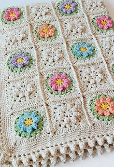 [Free Pattern] Bring Spring Into Your Home With This Gorgeous Flowers Granny Square