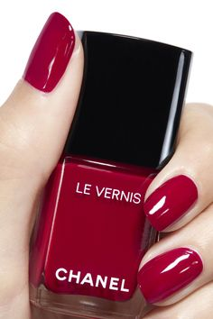Best red nails manicure ideas and home tutorial. Over 70 awesome photos with red nails designs that will make you look like a star. Pink Nail Colors, Nail Polish Colors, Nail Colour, Chanel Nail Polish, Chanel Nails, Chanel Chanel, Red Nails, Hair And Nails, Cute Nails