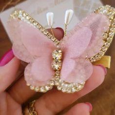 Diy Lace Ribbon Flowers, Diy Ribbon, Ribbon Bows, Fabric Flowers, Making Hair Bows, Diy Hair Bows, Bow Hair Clips, Beaded Brooch, Beaded Jewelry