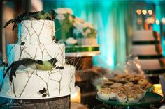 Bird & branch wedding cake by Hillcrest Bakery at Weddings in Woodinville.