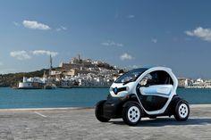 Twizy, 100% eléctrico y cero emisiones al uso, representa un nuevo concepto de movilidad urbana. Se trata de un vehículo biplaza, cuyos ocupantes viajan en tándem. ¡Conocelo!