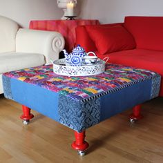 Easy and cheap to make unique Ottoman Coffee Table. It´s big, multifunctional, mobile. Have a table, big seat and foot rest with style.