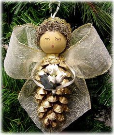 There are easy to make Christmas tree ornaments that even young children can create. Pinecone ornaments are the perfect holiday kids' craft. Christmas Ornaments To Make, Homemade Christmas, Christmas Angels, Winter Christmas, Christmas Holidays, Pinecone Ornaments, Pinecone Christmas Crafts, Country Christmas, Christmas Christmas
