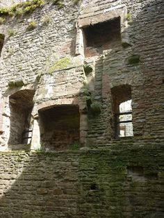 In 1525, a nine-year-old Mary was sent to the Welsh Marches. The orders of Henry VIII stipulated that 'the good order quiet and tranquilitie...