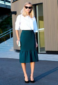 Wow: 33 Outfit Ideas We Can't Wait to Copy via Who What Wear Source by paulinadybka ideas faldas Casual Skirt Outfits, Chic Outfits, Trendy Outfits, Cochella Outfits, Office Looks, Casual Look, Look Chic, Trumpet Skirt Outfit, Work Fashion