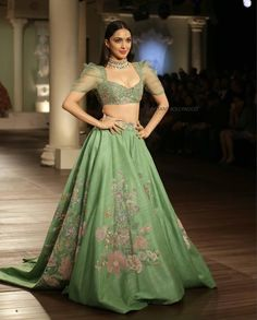 Yay 👍 or Nay 👎? Kiara Advani for India Couture Week ❤❤❤💋 .