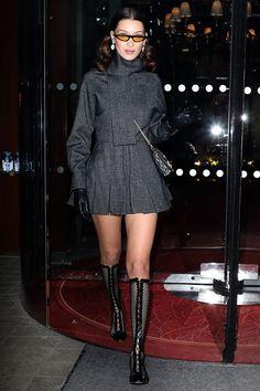 Bella Hadid Street Style - Bella Hadid's Hottest Looks Bella Hadid Outfits, Bella Hadid Style, Runway Fashion, Fashion Models, Fashion Beauty, Street Fashion, High Fashion, Women's Fashion, Punk Outfits