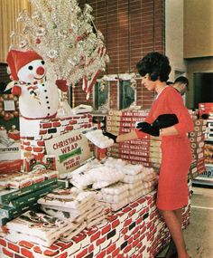 Grocery Shopping Yesteryear: An Eclectic Look Back Down the Aisles - Flashbak Ghost Of Christmas Past, Old Christmas, Old Fashioned Christmas, Retro Christmas, Christmas Wrapping, All Things Christmas, Christmas Holidays, Christmas Decorations, Christmas Displays