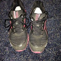 Reebok running shoes Reebok zignano running/workout shoes. Have been worn, but still have lots of life left in them. They were more of just a casual shoe for me, didn't do any running in them, used them to workout a few times. Reebok Shoes Athletic Shoes