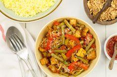 Sajoer tumis tahoe hebben we zelf bedacht maar je kan volop variëren met de ingrediënten in dit groentegerecht. Lekker bij wat nasi, ajam smoor of rendang! Tofu, Indonesian Food, Indonesian Recipes, Asian Recipes, Ethnic Recipes, Kung Pao Chicken, Japchae, Pasta Salad, Curry