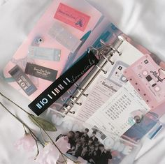 𝕗𝕝𝕠𝕨𝕖𝕣 𝕦🥀 What is your favorite kpop group? Bullet Journal Aesthetic, Bullet Journal Art, Bullet Journal Ideas Pages, Bullet Journal Inspiration, Korean Aesthetic, Pink Aesthetic, Kpop Diy, Ideias Diy, Kpop Merch