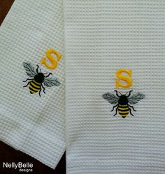 What a honey of a monogram! Bumble bee and initial embroidered on white cotton waffle weave towel. Great for kitchen, bath or bar. NellyBelle Designs