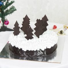 Christmas celebration cannot be completed without a delicious plum cake and gifts. Make it a very merry Christmas for a loved one with this hearty gifts hamper. Very Merry Christmas, Christmas Gifts, Plum Cake, Christmas Chocolate, Gift Hampers, Ahmedabad, Chocolate Cake, Celebration, Desserts