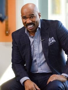 - OCTOBER Steve Harvey visits 'Extra' at The Grove on October 2012 in Los Angeles, California. Designer Suits For Men, African Men Fashion, Sharp Dressed Man, Steve, Swag Men, Stylish Mens Outfits, Menswear, Steve Harvey Suits, Mens Casual Outfits