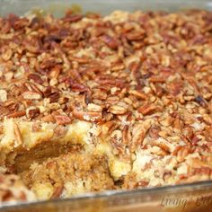 Living Better Together: Pumpkin Crumble Cake Thanksgiving Recipes, Fall Recipes, Holiday Recipes, Great Recipes, Favorite Recipes, Holiday Ideas, Just Desserts, Delicious Desserts, Dessert Recipes
