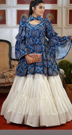 Indian Gowns Dresses, Indian Fashion Dresses, Dress Indian Style, Indian Designer Outfits, Pakistani Fashion Party Wear, Girls Fashion Clothes, Designer Party Wear Dresses, Kurti Designs Party Wear, Lehenga Designs