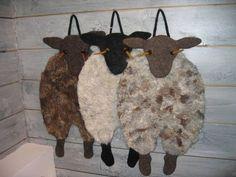 sitteunderlag Diy And Crafts, Arts And Crafts, Sheep Art, Penny Rugs, Seat Pads, Preschool Art, Mug Rugs, Wet Felting, Textiles