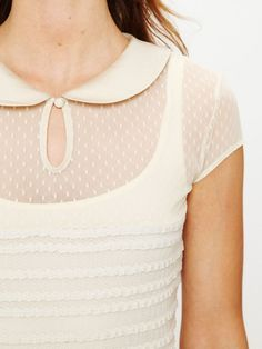 This is so feminine. I love the peter pan collar                                                                                                                                                                                 Más