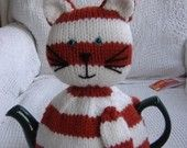 Cat tea cosy knitting pattern