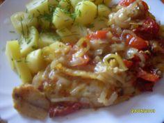 Cibuli a papriky nakrájíme na proužky, rajčata na osminky.  Na dno pekáče dáme olej, posypeme cibulí, na ni položíme osolené filé, zasypeme... Cabbage, Cooking Recipes, Sweets, Chicken, Baking, Vegetables, Fitness, Pisces, Recipies
