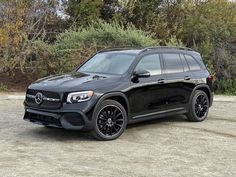 Mercedes' new GLB-Class splits the difference between the GLA and GLC, and in a lot of ways, it's better than both. Mercedes Benz Suv, Mercedes A Class, Mo Vlogs, Car Cleaning Hacks, Best Luxury Cars, Family Goals, Dream Cars, Automobile, Vehicle