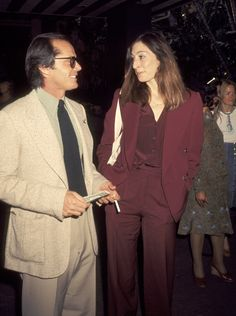 And Anjelica really nailed the monotone look. | Jack Nicholson and Anjelica Huston Were The Coolest Couple Of The '70s And '80s