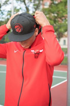 Warm up and workout in the Chicago Bulls Nike NBA Men s Dry Showtime Full  Zip Hoodie e79fd8f9b