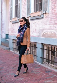 6 Classic Pieces for Fall That Go from Work to Weekend - Extra Petite classic fall business casual work wear // camel brown blazer navy pants plaid scarf Casual Work Wear, Casual Work Outfits, Winter Outfits For Work, Business Casual Outfits, Casual Fall, Classy Outfits, Fall Business Casual, Tan Blazer Outfits, Winter Coat Outfits