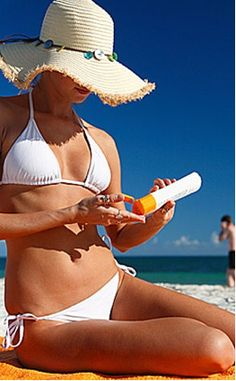 Some great outdoor tanning tips! Since I occasionally do indoor tanning, these are what I need! Best Tanning Lotion, Suntan Lotion, Tanning Cream, Sun Tanning Tips, Beauty Secrets, Beauty Hacks, Beauty Tips, Beauty Products, Makeup Products