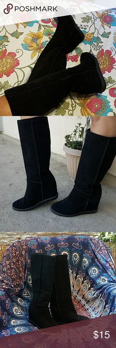 Hidden wedge black boots Are you looking for super comfy boots with a little height? Well then get these boots!! Barely worn. Perfect for a casual day or night out! Made from synthetic materials. Warm and comfy feels velvety on the outside! 8.5 or an 8 Ask questions! Shoes Wedges