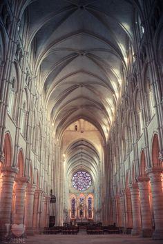 Depuis plus de 700 ans, les cathédrales de l'Aisne défient le temps et les éléments. Et pourtant elles sont toujours aussi belles ;)