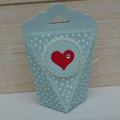 Self-closing box mini version - This post contains advertising for Stampin & ! I made this mini packaging for the participa - Valentines Day Sayings, Valentines Day Background, Valentines Day Activities, Valentine Day Gifts, Envelope Punch Board, Hand Painted Rocks, Nursery Bedding, Stamping Up, Mini