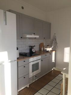 Ikea Kitchen, Kitchen Interior, Kitchen Cabinets, Knoxhult Ikea, Single Apartment, Rv Living, Basement Remodeling, Tiny House, Garage