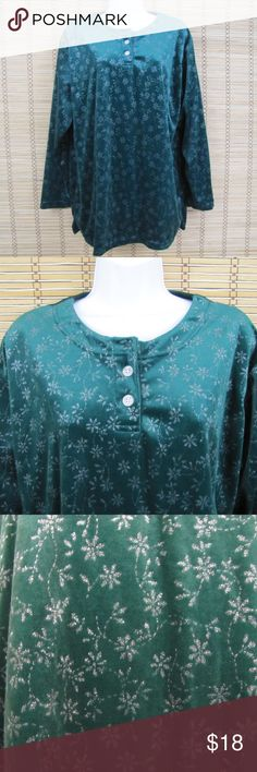 """Jaclyn Smith SPORT Metallic Snowflake Textured Top Inventory # D129  Textured silver metallic snowflake pattern, holiday green blouse, 2 silver-tone metallic buttons, Vent sides  Excellent used condition  100% Polyester  Pit to Pit: 22.5""""  Length: 27.5""""  Sleeves: 21.5"""" Jaclyn Smith Tops Blouses"""
