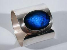Very Garrus V :-) Kaunis Koru jewelry Big Jewelry, Modern Jewelry, Metal Jewelry, Jewelry Art, Silver Jewelry, Jewelry Accessories, Jewelry Design, Schmuck Design, Silver Cuff