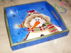 BANDEJA NAVIDAD Tole Painting, Painting On Wood, Snowman Crafts, Christmas Crafts, Snowmen Pictures, Painted Plates, Country Paintings, Christmas Paintings, Wooden Art