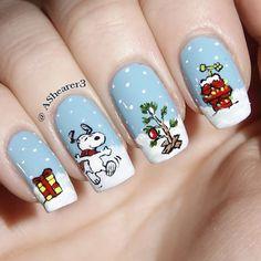 Snoopy | Christmas Nail Art by ashearer3 http://www.smyblog.com/