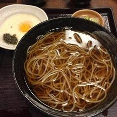 先日八王子市の高尾山麓にあるお蕎麦の老舗高橋家に行ってきました  いやとろろ蕎麦美味かったです()/暖かく味も昆布と鰹節がきいた優しい味で登山客が多くてちょっと並びましたけどまた足を運びたくなるお店でしたよ( ˊᵕˋ )  今度は登山も兼ねて家族を連れてきてみよーかな()o tags[東京都]