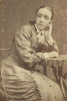 CDV PHOTO BEAUTIFUL YOUNG WOMAN PRETTY FACE HAND TO CHEEK NEW CASTLE ON TYNE UK