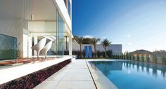 Integração com a piscina: uso de baywindow e desnível.