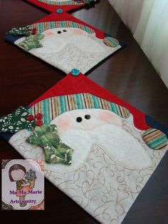 One could be a mug rug and several linked is a table runner Christmas Runner, Noel Christmas, All Things Christmas, Christmas Stockings, Christmas Projects, Christmas Crafts, Christmas Decorations, Christmas Ornaments, Table Runner And Placemats