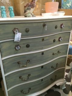 Chalk painted chest with dry brush. Painted with beautiful Maison Blanche Chalk Paints Chalk Paint Techniques, Painted Chest, Dry Brushing, Clever, Projects To Try, The Originals, Inspiration, Furniture, Beautiful