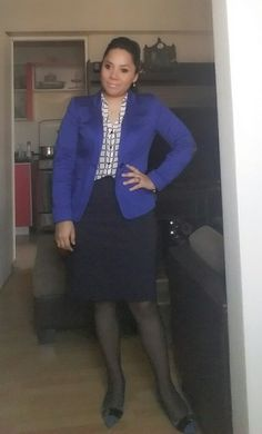 Saco azul LUAO, Blusa a cuadros NIOBE y falda azul CAMILA VIALE