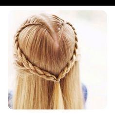 Flower child hair-do. Source-fashion_addictx on instagram.