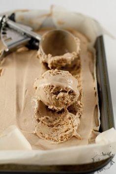 Encore une recette coup de coeur! Facile, rapide, délicieuse et sans machine!!!! Je me suis inspirée de la recette de Crème glacée avec 2 ingrédientsqui pour certain était trop sucré. Pas de problème, il suffit de coupé le...