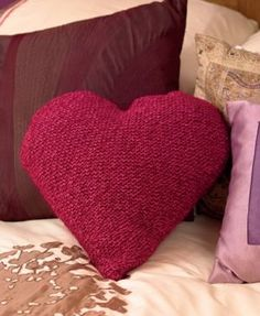 Heart cushion: free pattern by Sarah Hazell, available at www.letsknit.co.uk