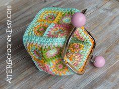 Petite bolsa cuadrados a 'rosa' por ATERGcrochet