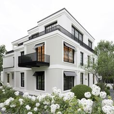 99 Unique Apartment Balcony Design And Decor Ideas is part of Architecture house - Are you a city or apartment dweller looking for a balcony grill you can use in your smaller outdoor space […] Modern Exterior, Exterior Design, Interior And Exterior, Facade Design, Black Windows Exterior, Gray Exterior, Lobby Interior, Dream House Exterior, Exterior House Colors